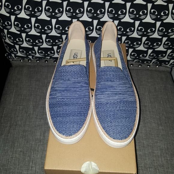 8b84ebe08bd Ugg Sammy blue 8 and 1/2 women's slip-on sneaker